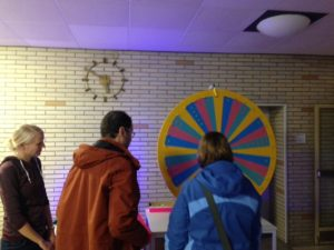 Long Night of the Sciences - Visitors spinning the wheel of fortune